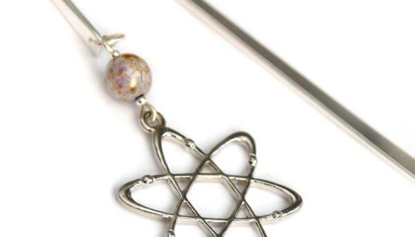 Prezent dla fizyka - zakładka z modelem atomu