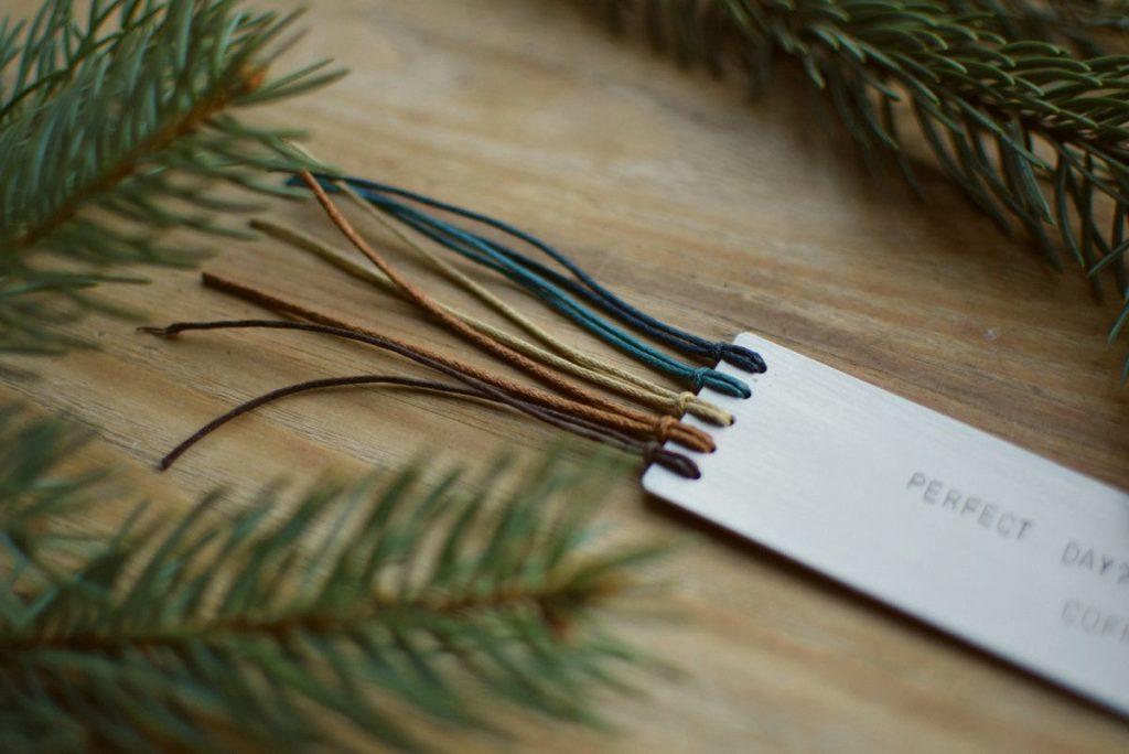 Zakładka do ksiażki dla kawosza - brązowe i niebieskie sznureczki