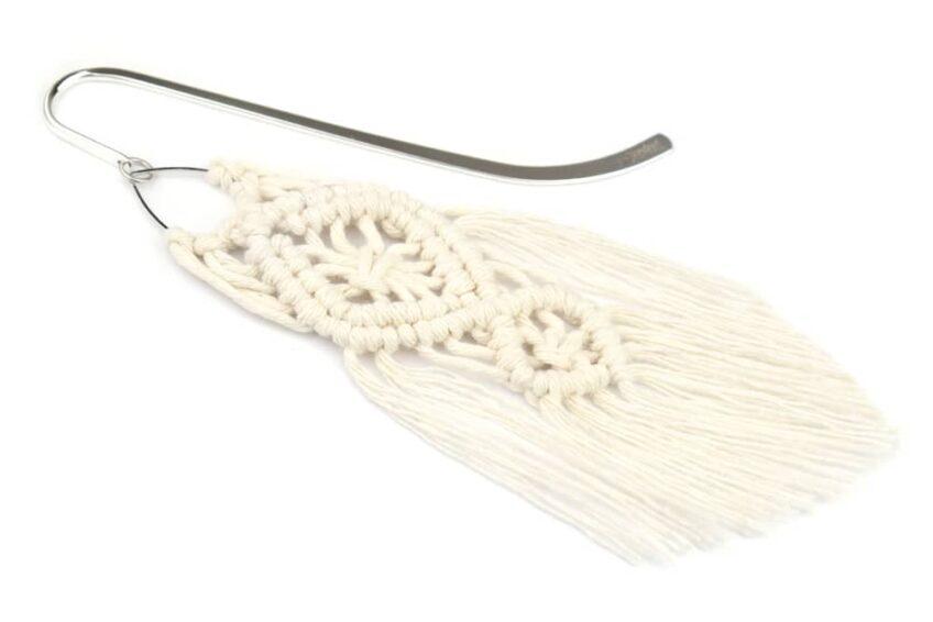 Zakładka do książki z szeroką makramą z kremowego sznurka bawełnianego